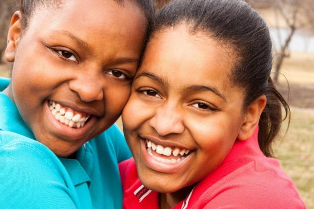 Photo of sisters, Aliyah and Brianna.